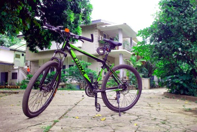 My new best friend: Since there is no reliable public transport in Vientiane, I am cycling everywhere.