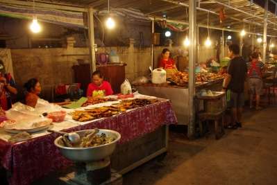 """Night markets - one of the first things I learnt in Lao was """"no meat, please"""" ;)"""