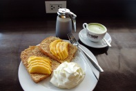 Breakfast: French Toast with fresh Mango and a Matcha Latte - yammie!!