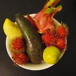 MY FRUIT BOWL (plus a huge Avocado....)
