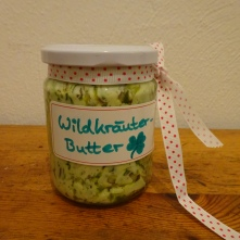 Yummie! Self-made salted butter with wild herbs and - of course - the few-flowered leek!