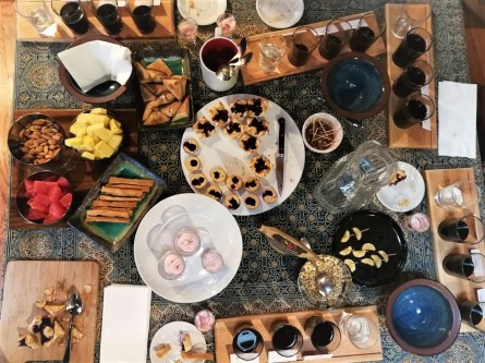 Pastries, fruits, nuts, ... the snacks make the tasting experience perfect!